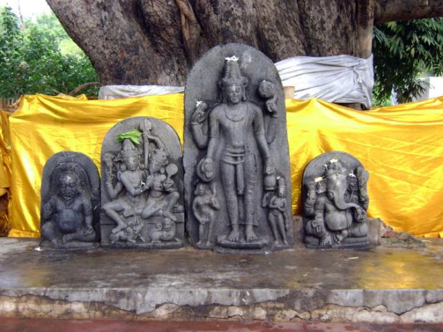 source: http://personal.carthage.edu/jlochtefeld/buddhism/bodhgaya/bodhgaya2.html